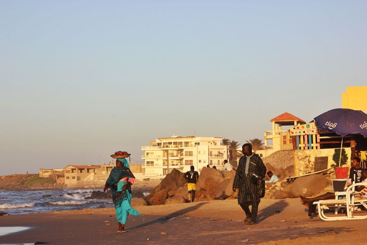 People on the beach Dakar edti 1